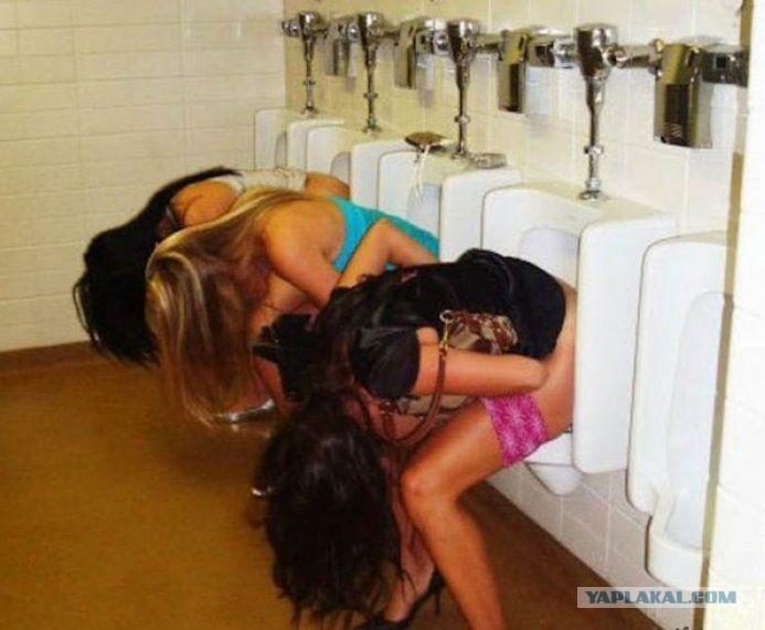 Скрытая камера девочки писают в туалете