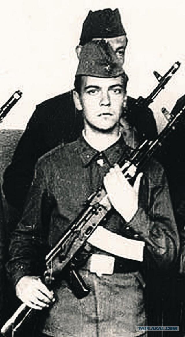 Дмитрий медведев в молодости панк фото