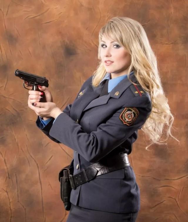 kartinki-devushki-v-uniforme