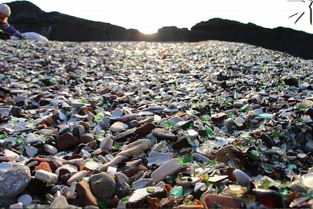 """Владивосток : """"Майсак"""" уничтожил уникальный стеклянный пляж"""