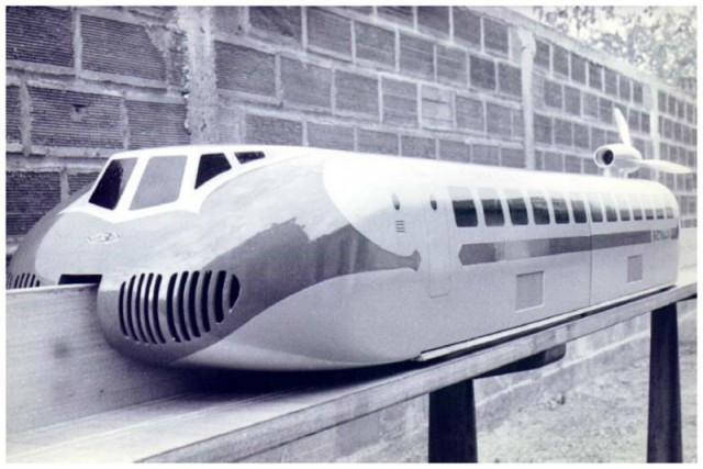 Модель поезда на воздушной подушке
