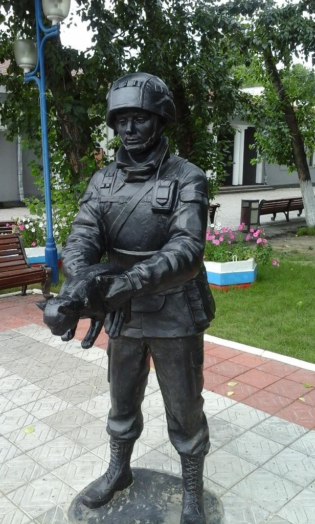 Памятник вежливым людям фото