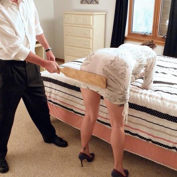 Это картинки, смешная картинка парень наказал девушку