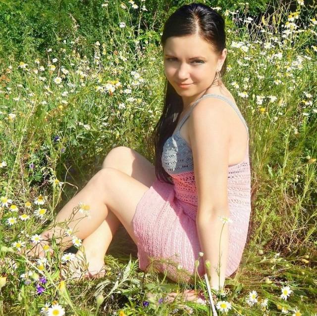 была частное русское фото сельских девушек зимним вечером лежал