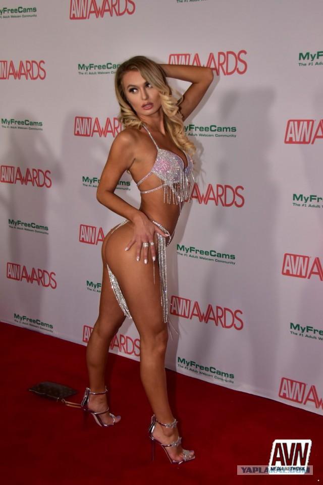 Celebrity sex scene natasha henstridge sauna sex