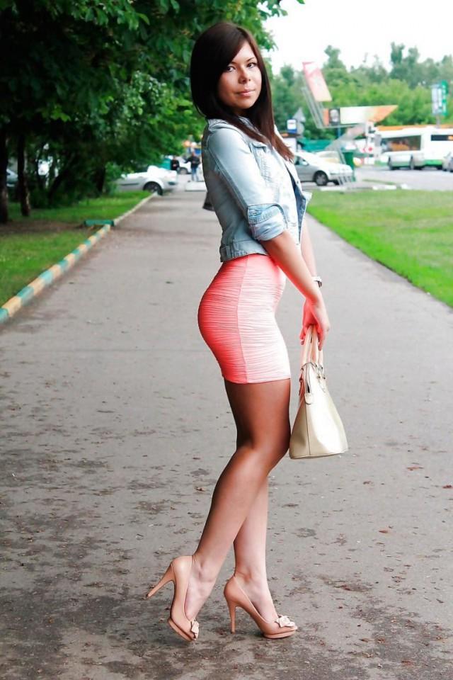 фото в коротких юбках в контакте сучка начинает