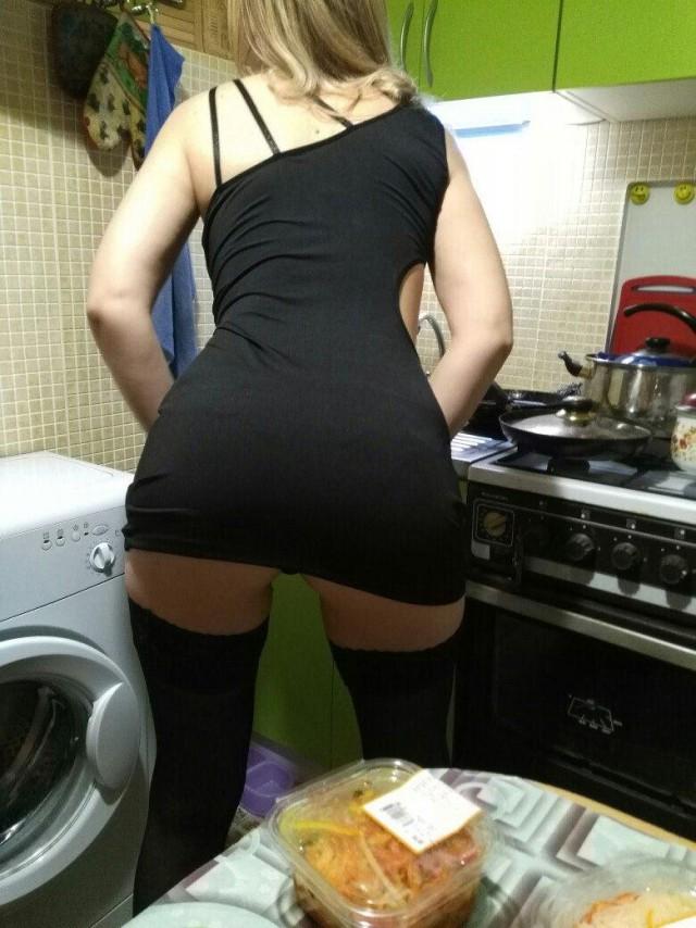 Нагнулась на кухне фото — 6