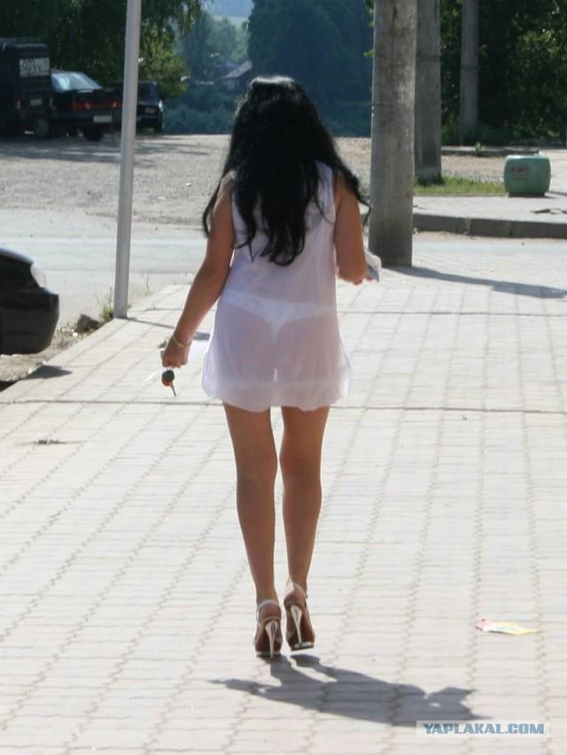 приходится девушкам девушки в коротких и в прозрачных юбках почувствовал, что его