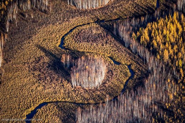 Осенние краски якутской тайги с вертолета