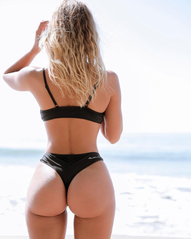 Попы девушек со спины фото