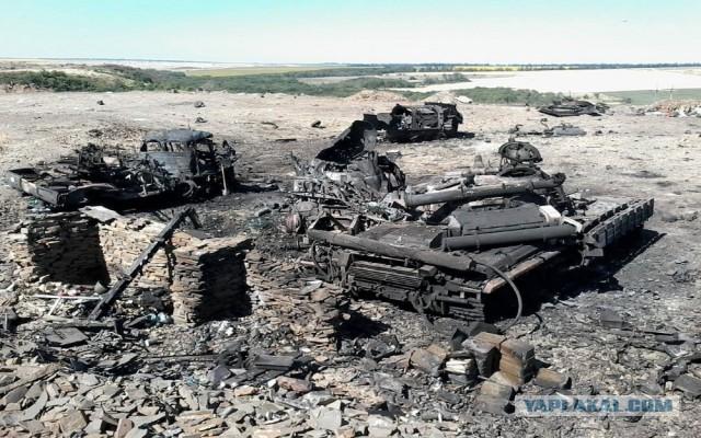 Последствия обстрела наемниками РФ жилого сектора Новолуганского - Цензор.НЕТ 9533