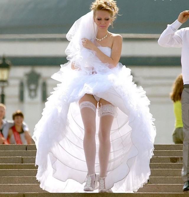 Невеста Подняла Платье