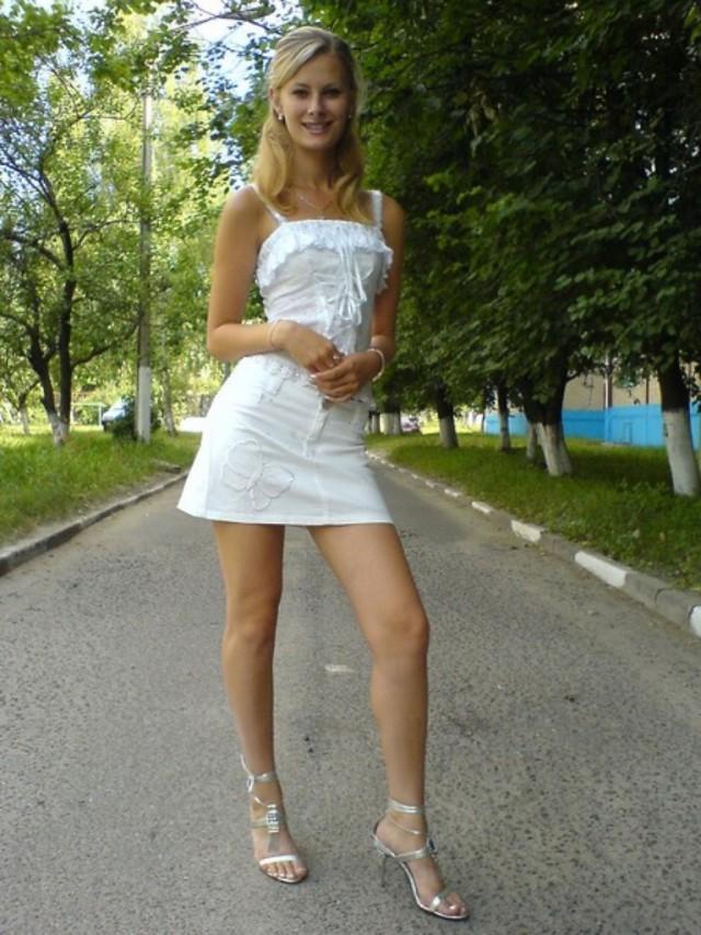 Частное фото девушек в коротких юбках #14