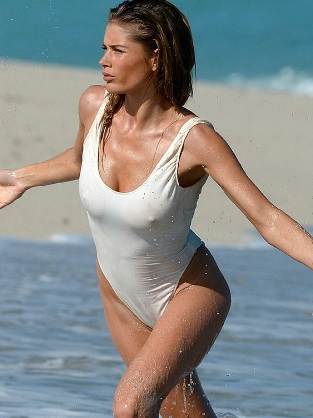 случайное фото девушек на пляже