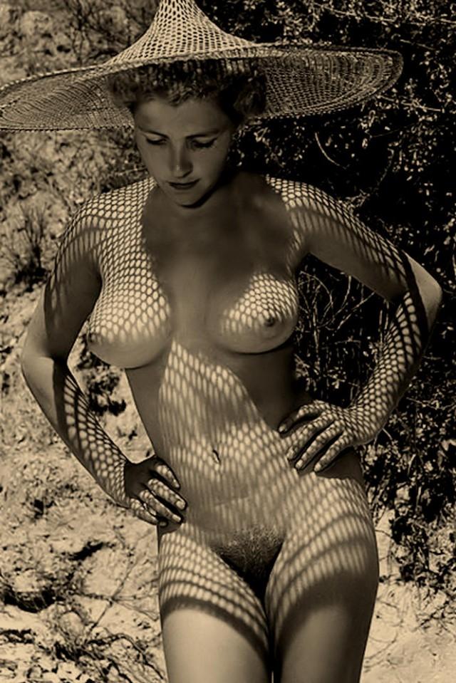 vintage-topless-girls-milenna