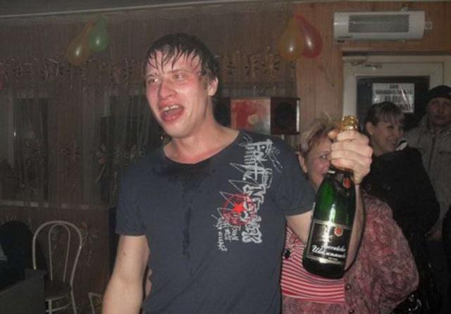 Пьяная русская на дискотеке