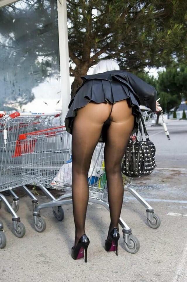 Фото нагнувшихся женщин без трусов