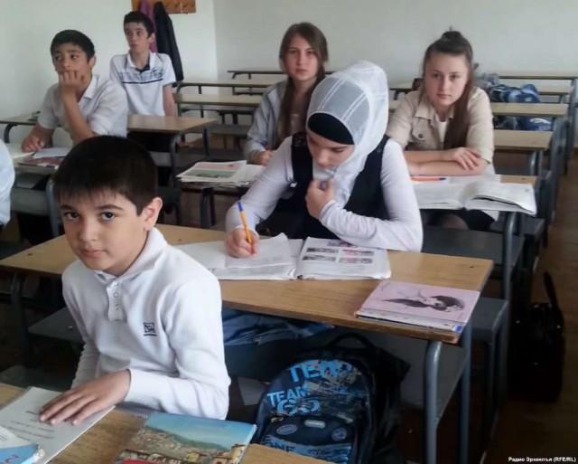 Двадцать школ в Пензе установили запрет на ношение хиджабов