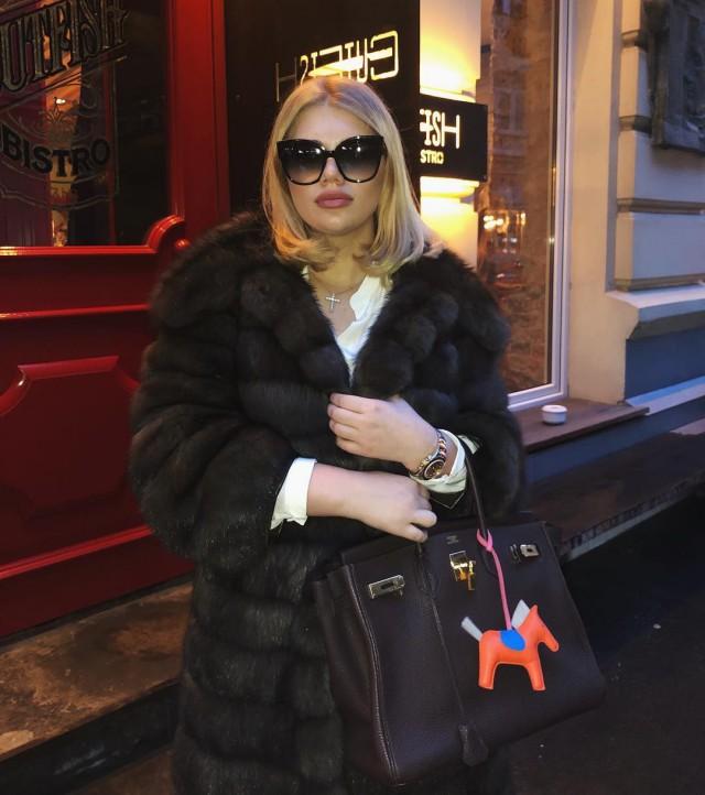 Дочь олигарха Струкова показала россиянам fuck из Испании (пока её папа продвигает пенсионную реформу)