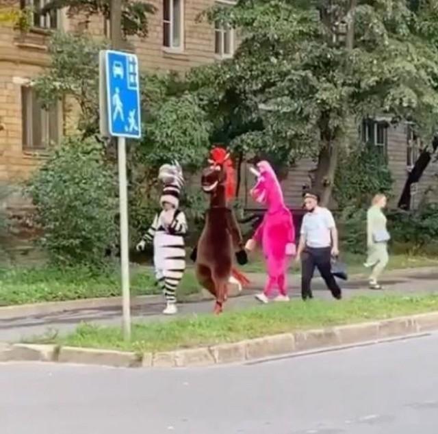 В Москве задержали вымогателей в костюмах сказочных персонажей