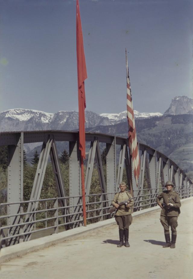 Во время просмотра этой подборки фотографий времен Великой Отечественной Войны 1941-1945гг, можно...