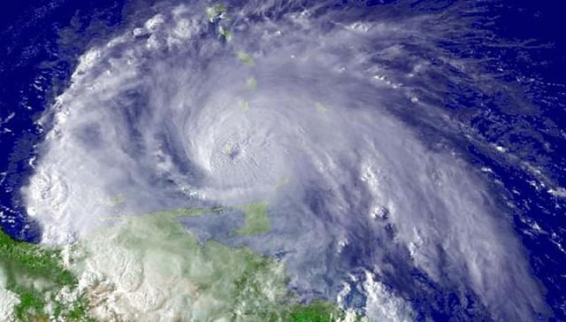 Миллионы американцев готовятся к удару самого мощного за 60 лет урагана