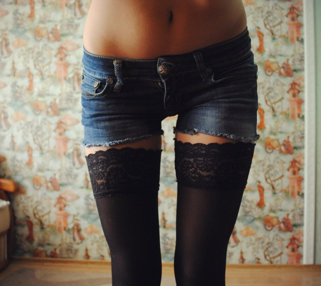 Огромный головка картинка девушка в шортах и чулках темных