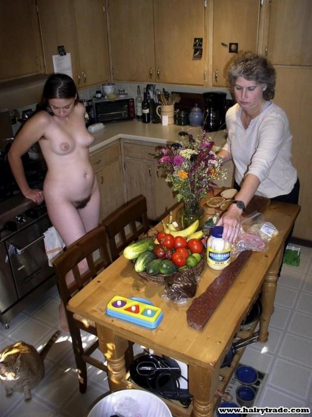 Ходим дома голые перед гостями фото