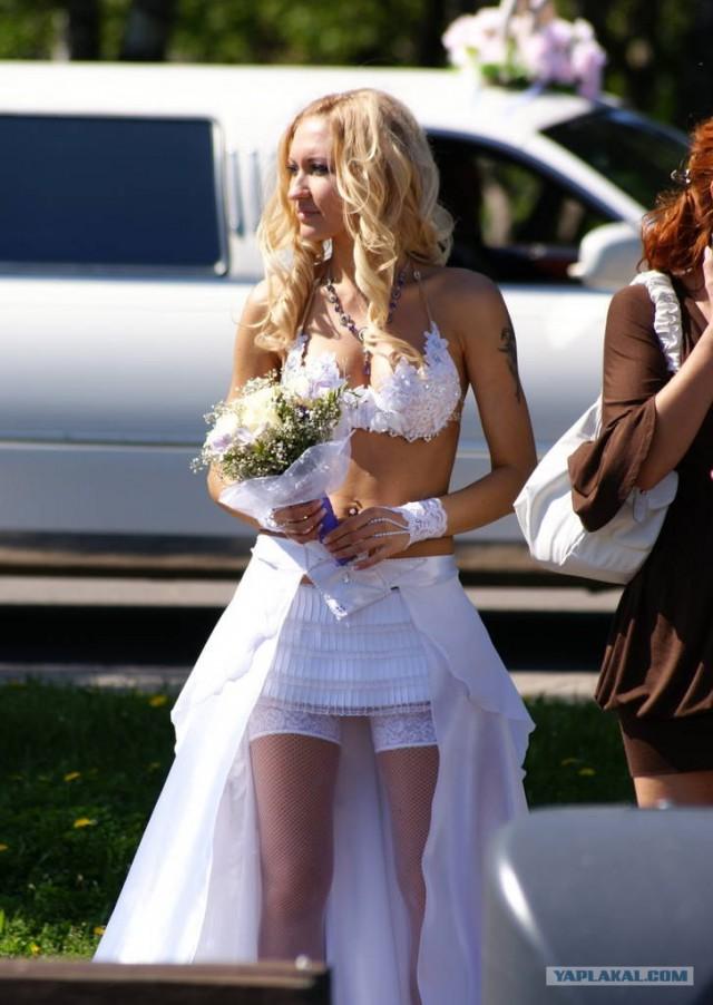 na-svadbe-u-nevesti-vidno-trusiki