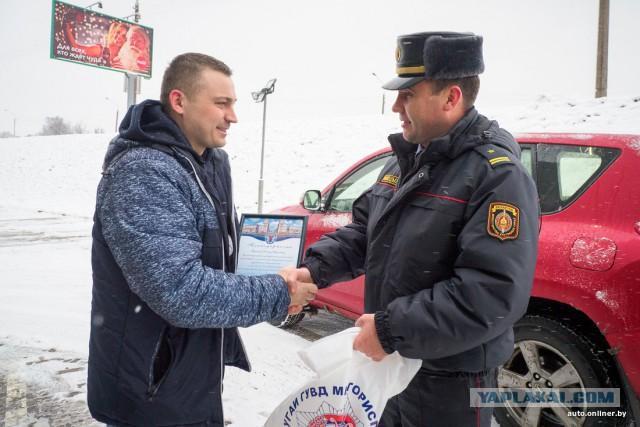Минская ГАИ поблагодарила водителя Renault, который спас пешехода