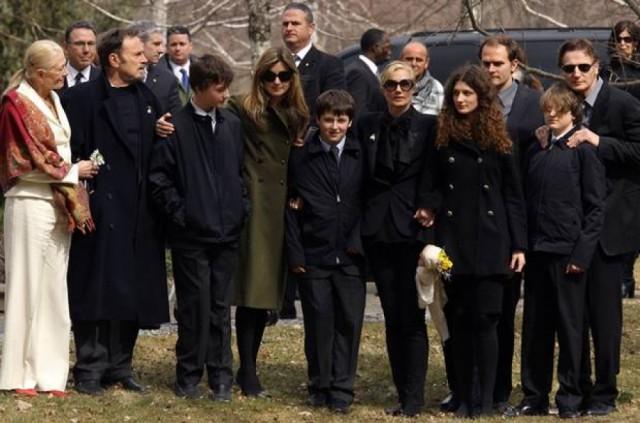 Известные актеры, оставшиеся вдовцами