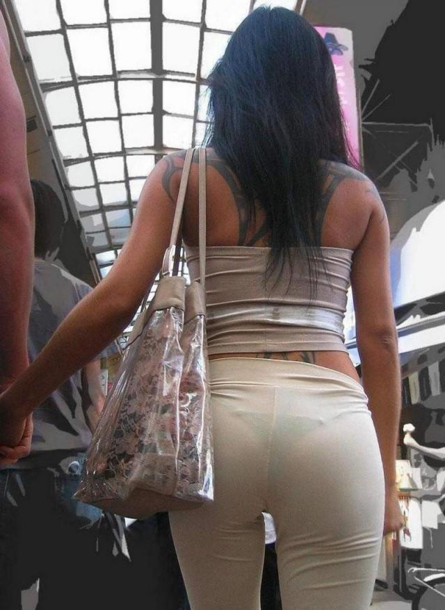 фото у девушек просвечивается одежда и видны стринги