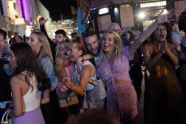 British girls ушли в отрыв перед началом нового карантина