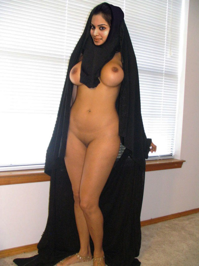 страницу арабские девчонки голи золотыми браслетами кольцами