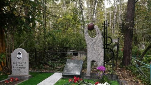 Мемориал на могиле Яны Дягилевой