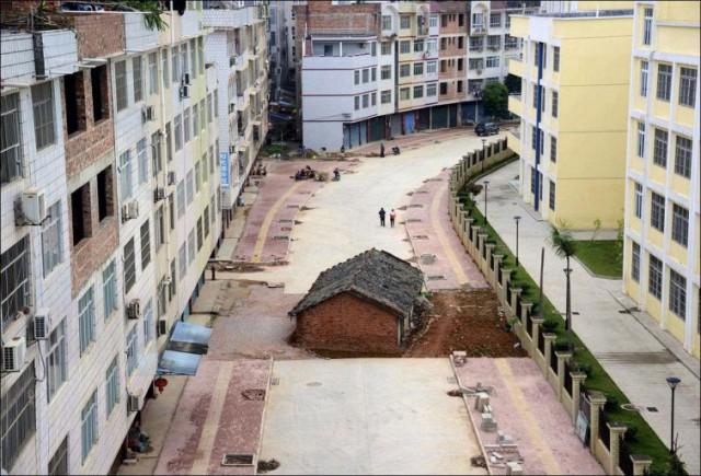 Протест по-китайски: китайские домовладельцы, отказавшиеся сдавать свой дом под снос