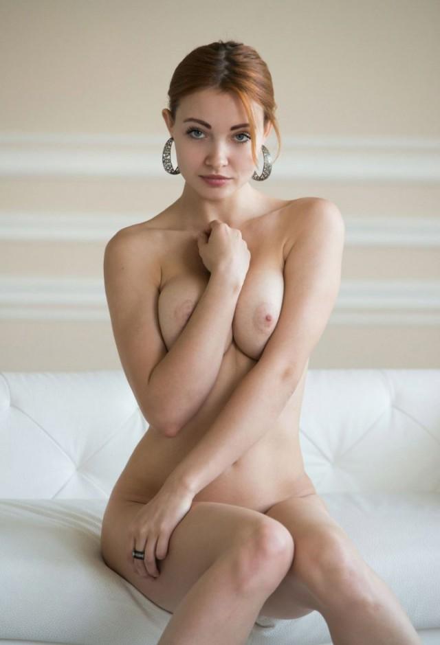 голая скромница фото - 3