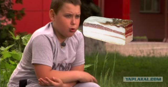 Гифка мальчика который плачет