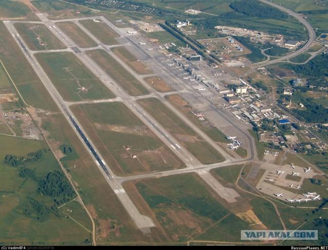 Удачная посадка самолета, у которого отказало переднее шасси.