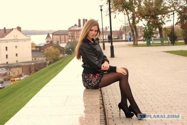 качественные фото девушек в коротких юбках на каблуках кончить