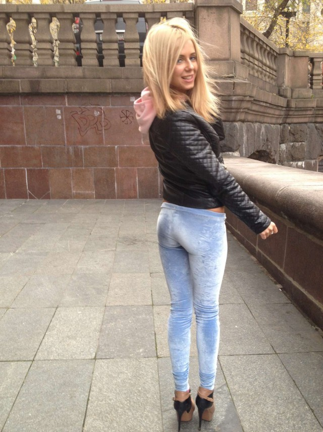 Русские телки в джинсах на улице