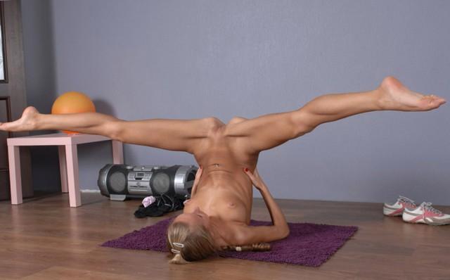 смотреть онлайн фото шпагата голы возбуждают горячие