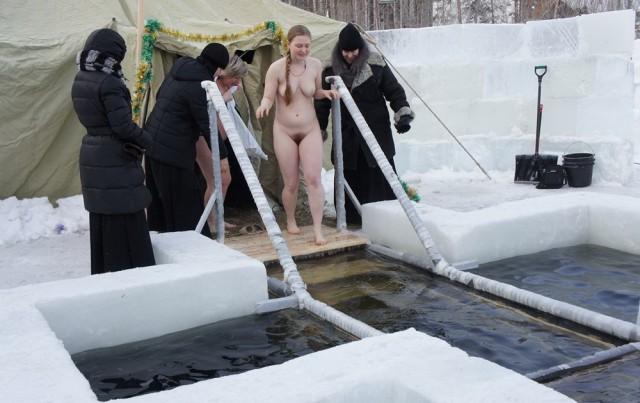 kupanie-golih-parney-v-prorubi-video-smotret-onlayn-bolshie-siski-telok-v-gruppovuhe