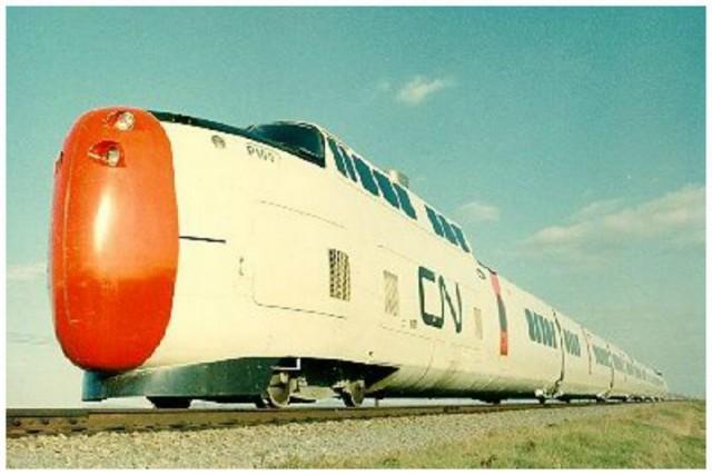 Канадский поезд с уникальным локомотивным носом