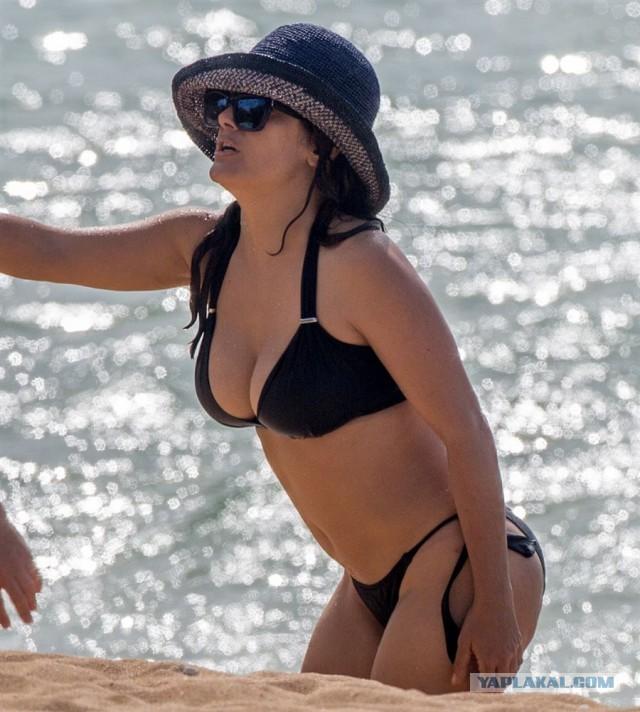 dick-college-pictures-salma-hayek-in-bikini-larrazabal-sex