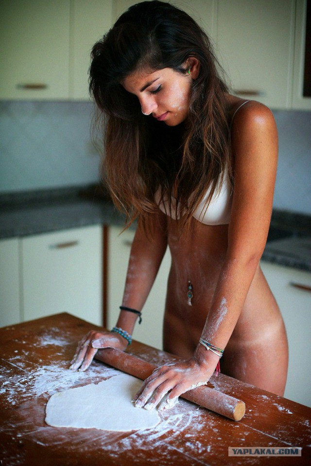 Kinky nude girls cook