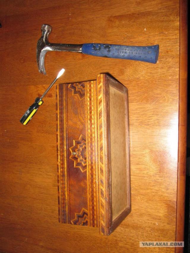 Семья въехала в купленный дом и нашла в чулане потайную дверцу. А за ней настоящее сокровище!