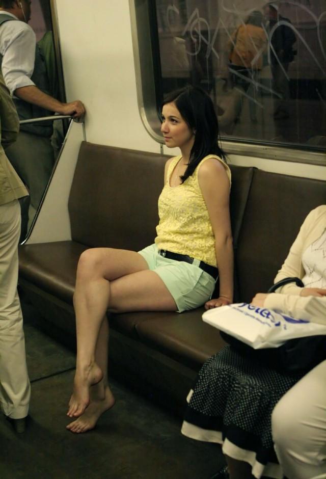 Раздвинутые ноги - красивые девушки раздвигают ножки на фото