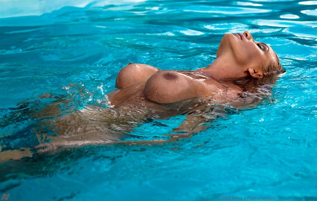 Sexsier girl in swiming pool, mature asian mom pussy