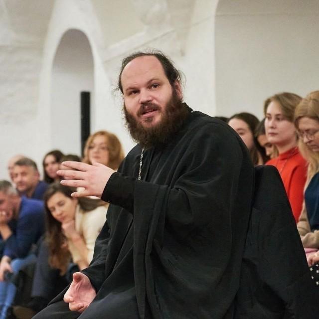Священник завел аккаунт в Инстаграм и отвечает на вопросы